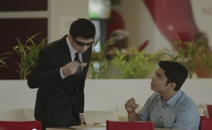 บริษัทกองทุนอินเดีย ใช้วิธีสุดกวนตักข้าวคนแปลกหน้ามาทานหน้าตาเฉยก่อนเฉลยว่าว่าตานี่คือตัวแทนคนเขมือบภาษีคุณ!