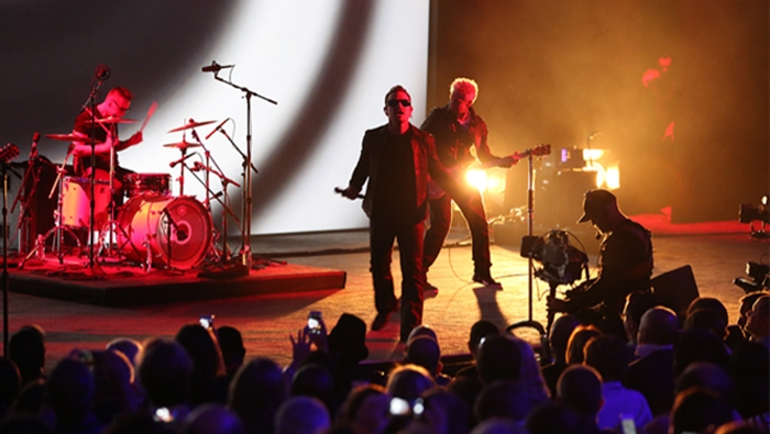 apple-u2-stage-hed-2014