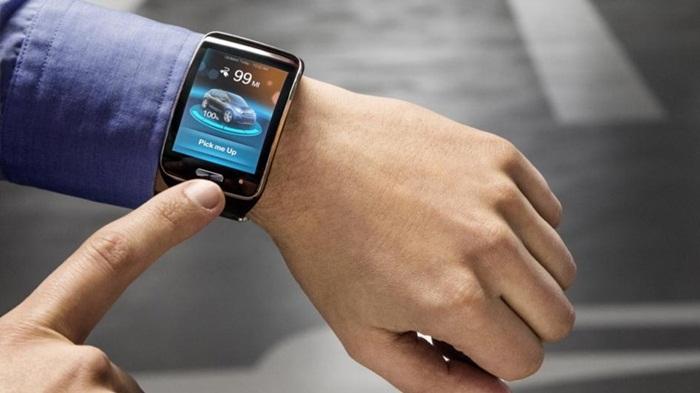 """BMW กับเทคโนโลยีใหม่ """"รถยนต์จอดเองได้"""" ผ่าน Smartwatch"""
