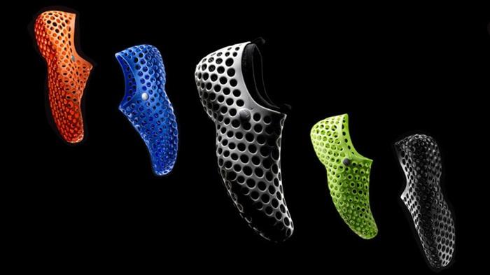 กลับมาอีกครั้ง! แฟชั่นรองเท้า Nike เจาะรู-แรงบันดาลใจจากเคส iPhone 5C เมื่อปีที่แล้ว