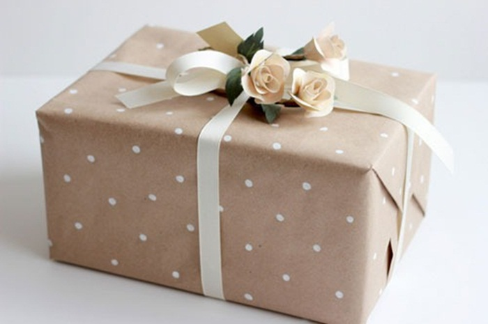 polka-dot-gift-wrapping-lars