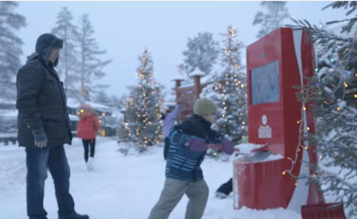"""โค้กทำเก๋ ชวนคนเมืองหนาวแชร์ """"หิมะ"""" ให้คนเมืองร้อนได้สัมผัสเรียลไทม์"""