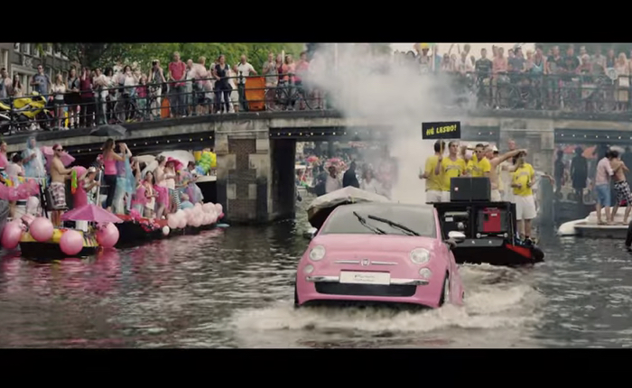 Fiat 500 รถยนต์ขวัญใจชาวเกย์ส่งรถลุยน้ำจอย Gay Pride สุดฮอตที่อัมสเตอร์ดัม