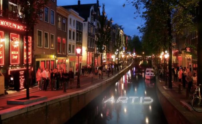 สวนสัตว์อัมสเตอร์ดัมทำเก๋ ใช้สื่อไฮเทคเรืองแสงลึกลับ โปรโมทไนท์ซาฟารี