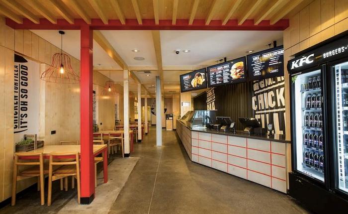 แวะชมร้าน KFC แนวใหม่ที่โละสีแดงใช้สีดำ การันตีถูใจฮิปสเตอร์แน่นอน!