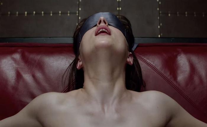 """อิทธิพล """"Fifty Shades of Grey"""" พบว่าผู้หญิงค้นศัพท์เกี่ยวกับ BDSM พุ่งสูงขึ้นเป็นเท่าตัว"""