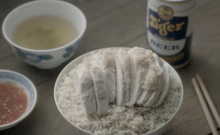 """Tiger Beer ใช้มุขฮาเล่าตำนานที่มาเมนูดัง """"ข้าวมันไก่สิงคโปร์"""" ฉลอง 50 ปีแดนสิงค์!"""