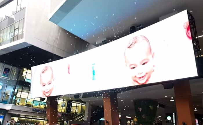 จอห์นสัน แอนด์ จอห์นสัน เปิดตัวโฆษณา 4 มิติชุดใหม่ บนจอ LED ย่านสยามสแควร์ครั้งแรกในไทย