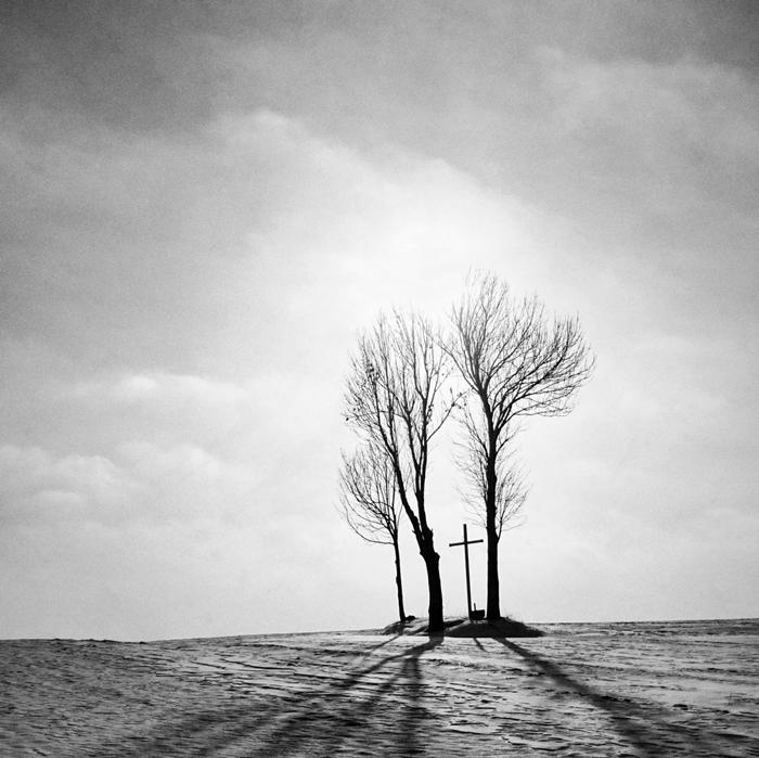 zonypolands-ryszard-kazimierczak-creates-an-eerie-silhouette