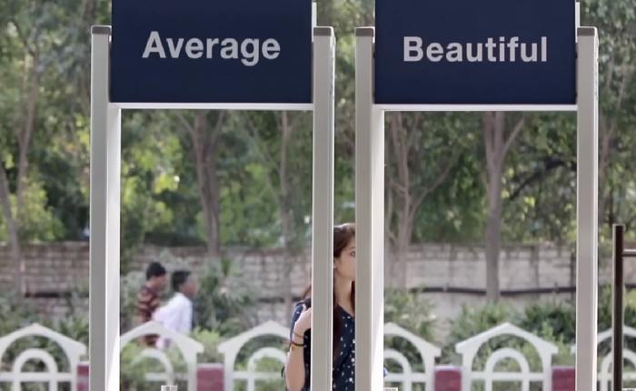 Dove ชวนสาวๆเช็กเรทตัวเอง! โดยเลือกว่าจะเดินผ่านประตูที่ติดป้ายชัดเจนว่าชั้นสวยเลิศหรือเป็นแค่คนไม่พิเศษ!