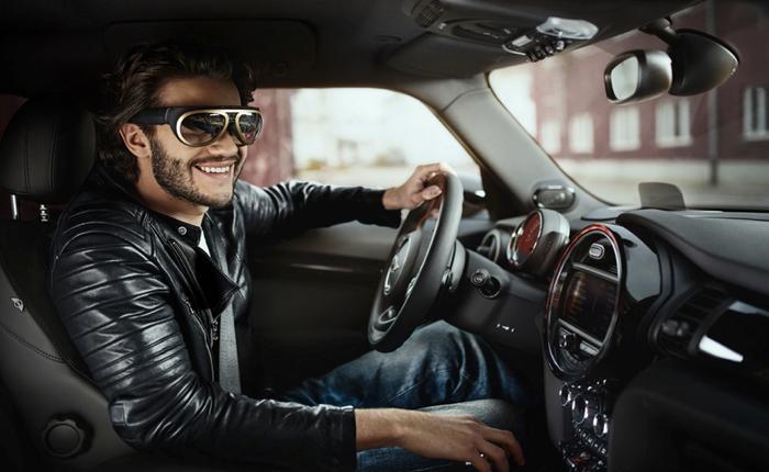 Mini ออกแว่นตาไฮเทคดีไซน์วินเทจช่วยให้คนขับรถได้เท่ขึ้นและสนุกยิ่งขึ้น