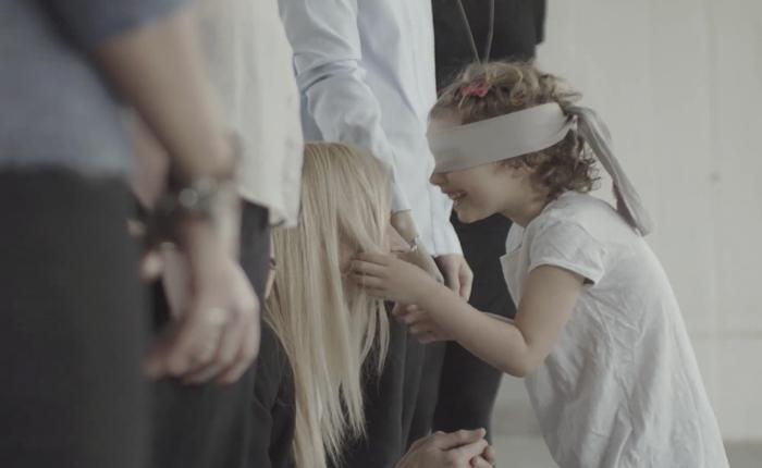 เครื่องประดับ Pandora ส่งโฆษณาน้ำตาซึมย้ำว่าผู้หญิงทุกคนโดดเด่น ไม่เชื่อถามลูกรักของพวกเธอดูได้