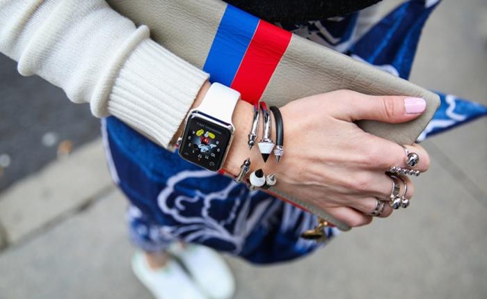 """ชมแฟชั่นชิคๆ นิวยอร์กเกอร์ ไลฟ์ กับ """"Apple Watch"""" สไตล์บนความสมาร์ท"""