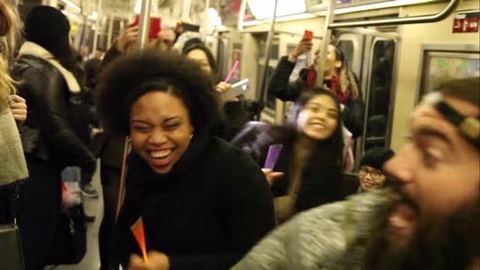 อันเนี้ยแหละเขาให้เต้น! New York City subway จัดแคมเปญดีจ้างดีเจมาเปิดเพลงให้ผู้โดยสารแดนซ์กันหลุดโลก