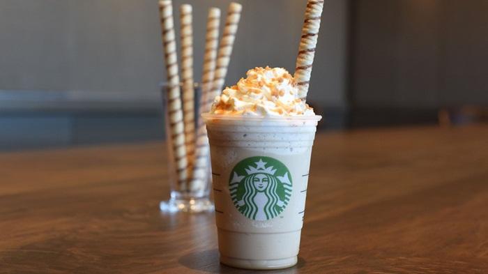 Starbucks ออกแบบหลอดคุ้กกี้เป็นสีสันให้กับเมนูปั่น