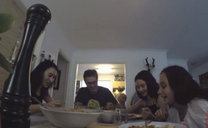 แบรนด์ซอสจากออสเตรเลียใช้ขวดพริกไทยใส่เทคโนฯไฮเทค ดึงเวลาลูกๆจากมือถือมาสู่โต๊ะอาหารได้อีกครั้ง