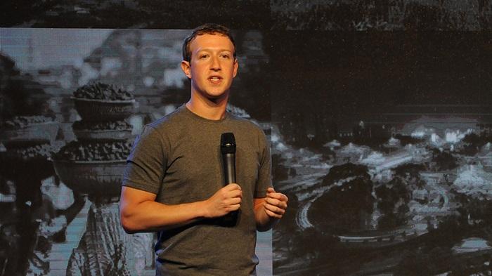 Facebook CEOMarkZuckerberg addressing at a New Delhi summit of internet.org