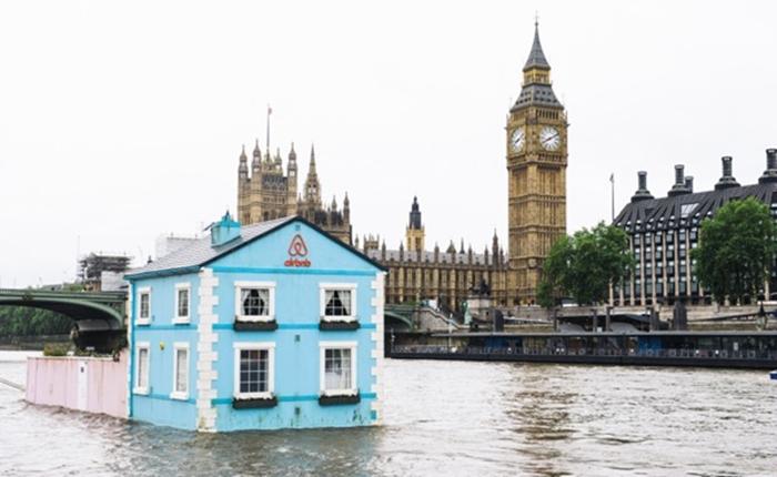 Airbnb โปรโมทกิจกรรมผ่านบ้านสีหวาน ลอยน้ำกลางกรุงลอนดอน