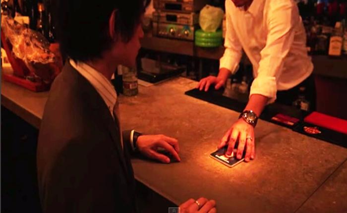"""แคมเปญบาร์ญี่ปุ่นเตือนสตินักดื่ม ด้วย """"ถาดรองแก้ว"""" เปลี่ยนภาพได้"""