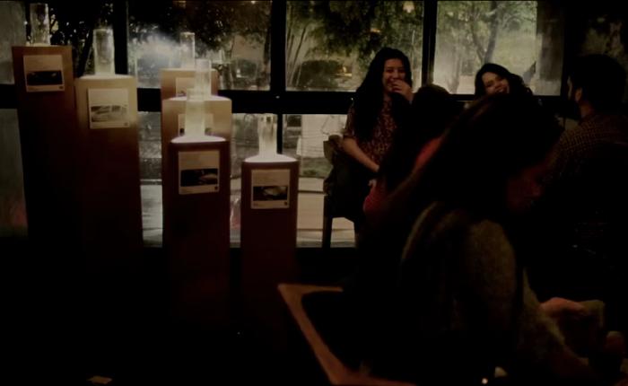 บริษัทประกันเตือนสติคนเมาแล้วขับ ด้วยการจัดนิทรรศการในผับ โชว์แก้วน้ำที่ทำจากกระจกของซากรถที่ชนกันแหลก!
