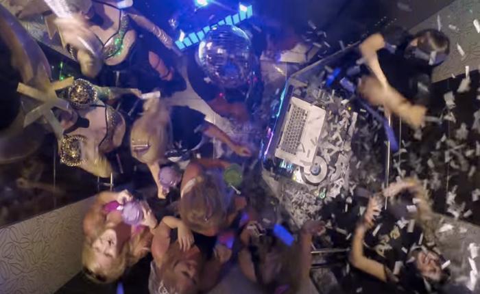 ค่ายอีเว้นท์โปรโมทเทศกาลคอนเสิร์ตใหญ่ด้วยปาร์ตี้แดนซ์สุดมันส์ในลิฟท์แคบๆ