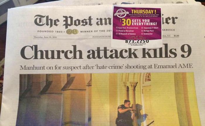 """สังคมประณาม นสพ.มะกันติด """"โฆษณาร้านปืน"""" ไว้เหนือพาดหัวเหตุกราดยิงในโบสถ์"""