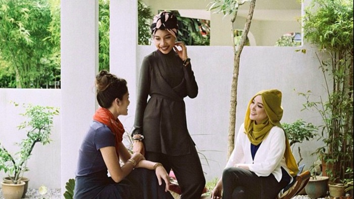 Uniqlo สร้างสีสันให้การแต่งตัวสาวมุสลิมด้วยคอลเลกชั่น LifeWear ซีรี่ย์ใหม่