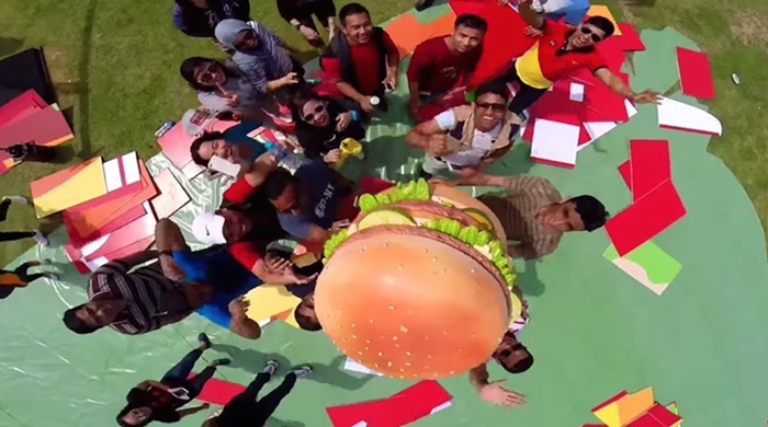 McDonald จัดแคมเปญ #imlovinit24 สร้างไม้เซลฟี่ใหญ่ที่สุดในโลก