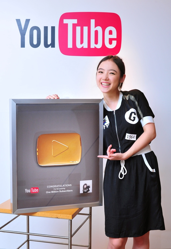PloyChompoo One Million Subscribers-04-700