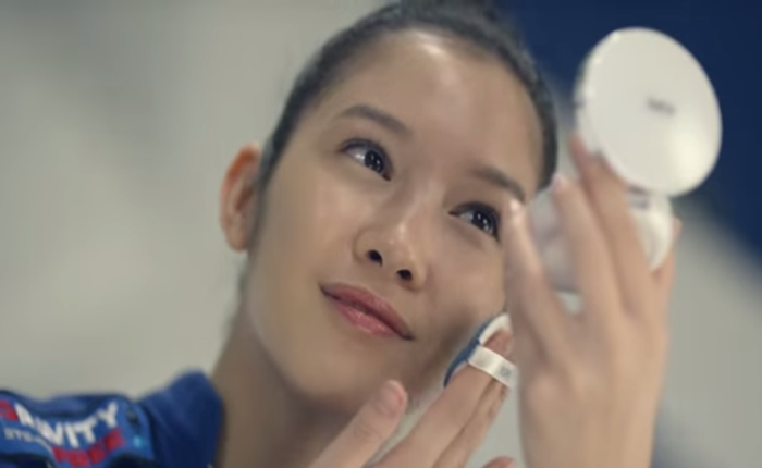 ไอเดียล้ำ…เครื่องสำอางเกาหลีโชว์ประสิทธิภาพการใช้งานระดับ Zero Gravity!