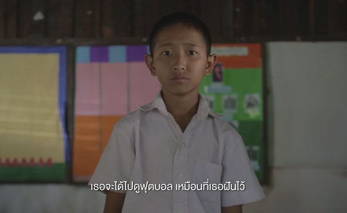 ซีพี พาเด็กนักเรียนจากโรงเรียนชายแดน ชมการแข่งขันและจูงมือนักเตะลิเวอร์พูลถึงสนามแข่งจริง