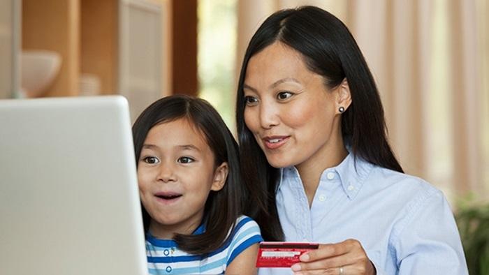 82% ของพ่อแม่เริ่มใช้โมบายในการซื้อของช่วง back-to-school