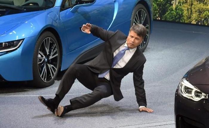 """สื่อเทศตีข่าว """"ซีอีโอ BMW"""" เป็นลมหน้ามืด ระหว่างแถลงข่าวใหญ่"""