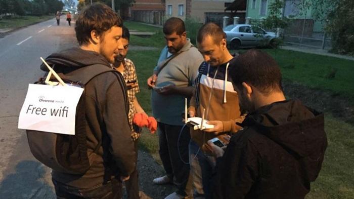ใจหล่อพ่อมหาเทพ…อาสาฯ แบกจุด Wi-Fi บริการผู้ลี้ภัยจากซีเรีย