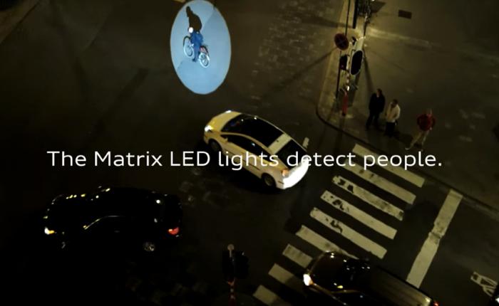 Audi ใช้บิลบอร์ดโปรโมทไฟหน้าไฮเทค ส่องตามคนจนข้ามถนนอย่างปลอดภัย