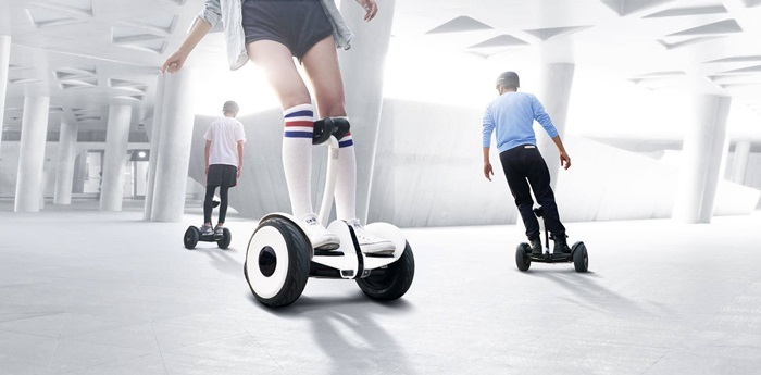 Xiaomi-hoverboard-made-with-Ninebot-and-Segway-photo-1
