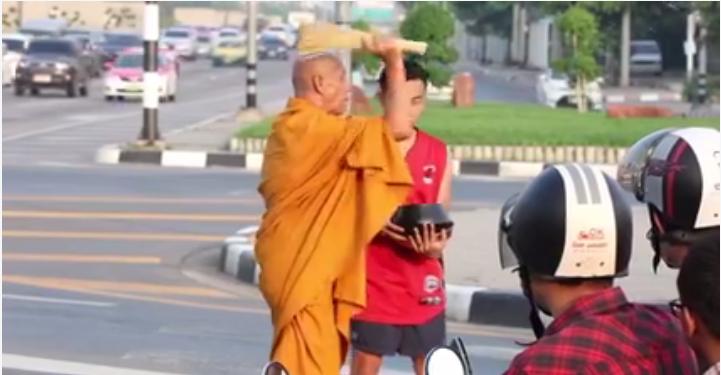 """""""พระกันน็อค"""" ยังไม่พอขอต่อด้วย """"ใครๆ ก็กันน็อค"""" แคมเปญ #HelmetHero สร้างแรงบันดาลใจให้ขับขี่ปลอดภัยบนถนน"""