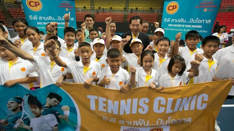 """เมื่อ """"นาดาล-โจโควิช"""" มาเล่นเทนนิสให้ดู กับแคมเปญระดับโลกของซีพี"""