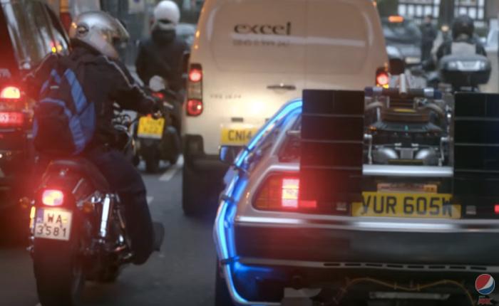เป๊ปซี่จับมือ Uber ส่งรถแห่งอนาคตจากหนัง Back to the future มารับถึงที่พร้อมแจก Pepsi Perfect ให้ดื่มฟรีด้วย