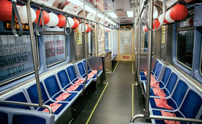 Uniqlo โปรโมร้านใหม่ด้วยไอเดียเก๋ยกวัฒนธรรมคิกขุลัดฟ้ามาไว้ในรถไฟฟ้าใต้ดิน ณ ชิคาโก้