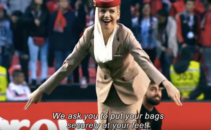สายการบินเอมิเรตส์ส่งแอร์สาวลงสนาม สอนวิธีการเชียร์บอลอย่างปลอดภัยให้แฟนๆ ทั้งสนาม!