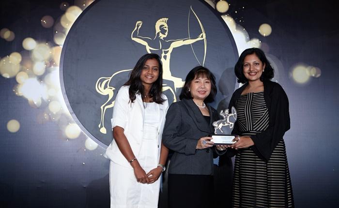 เอไอเอส รับรางวัล Top CSR Advocates in Asia 2015