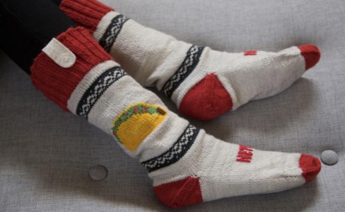 NetFlix เว็บดูหนังสอนลูกค้า DIY ถุงเท้าอัจฉริยะสั่งกดปุ่มหยุดทันทีที่เผลอหลับ