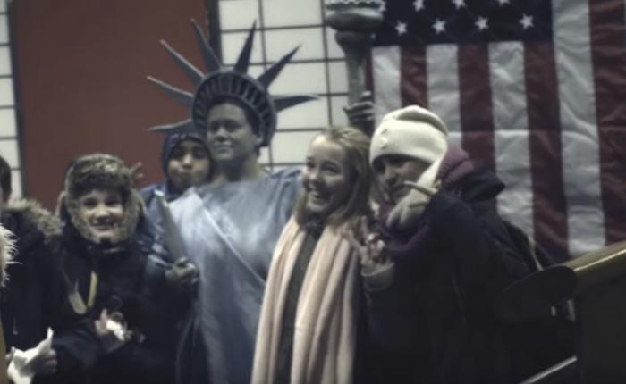 สายการบินนอร์เวย์อยากชวนคนพื้นเมืองบินลัดฟ้าไปนิวยอร์กเลยยกทั้งนิวยอร์กมาไว้ในสถานีรถไฟซะเลย!