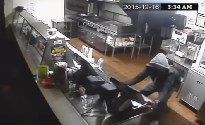 ร้านอาหารหัวใสเอาวิดีโอโจรปล้นร้านแปลงมาเป็นโฆษณาขายสินค้าได้อย่างน่าทึ่ง