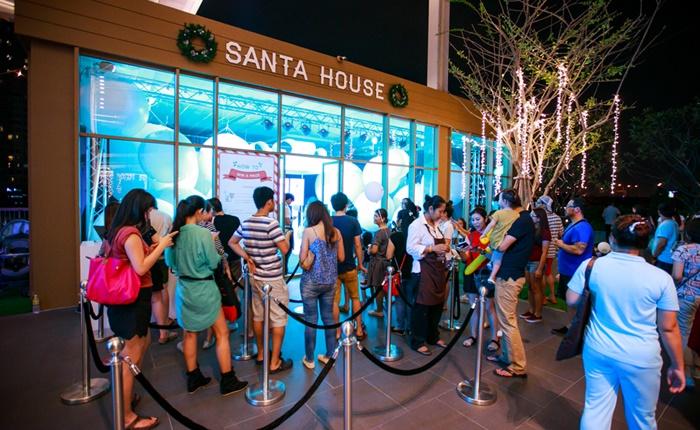 Santa House 1