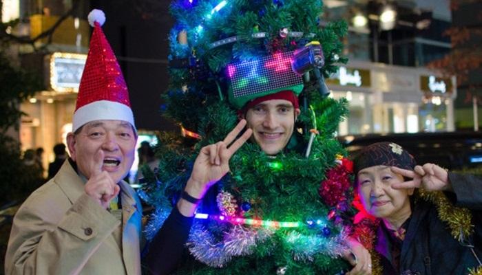บริการต้นคริสต์มาสเคลื่อนที่-ช่วยปาร์ตี้ชาวโตเกียวสนุกขึ้น