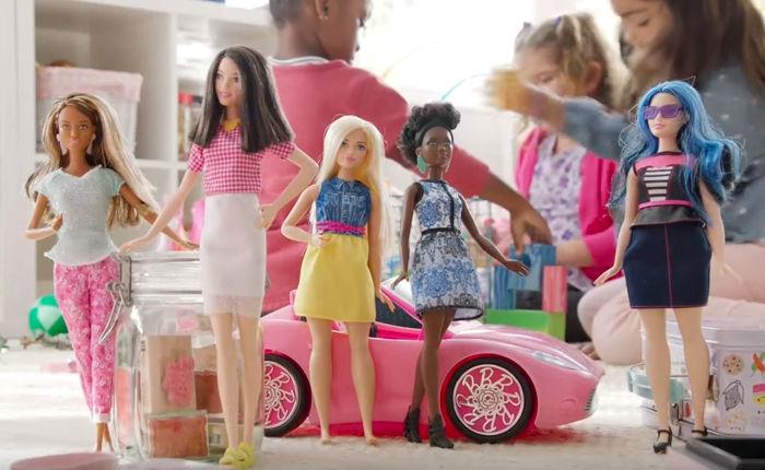 """ผู้ผลิต """"บาร์บี้"""" ตัดสินใจออกตุ๊กตารูปแบบใหม่ ไม่ยึดติด """"ผอม สูง บลอนด์"""" อีกต่อไป"""