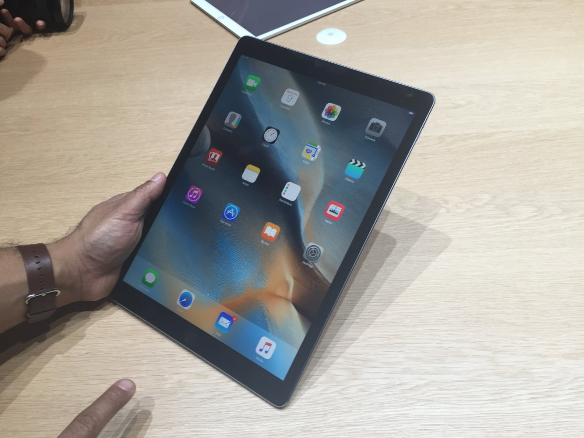 on-the-hardware-refresh-side-2015s-ipad-pro-mega-tablet-will-probably-get-a-second-generation-refresh-later-this-year-