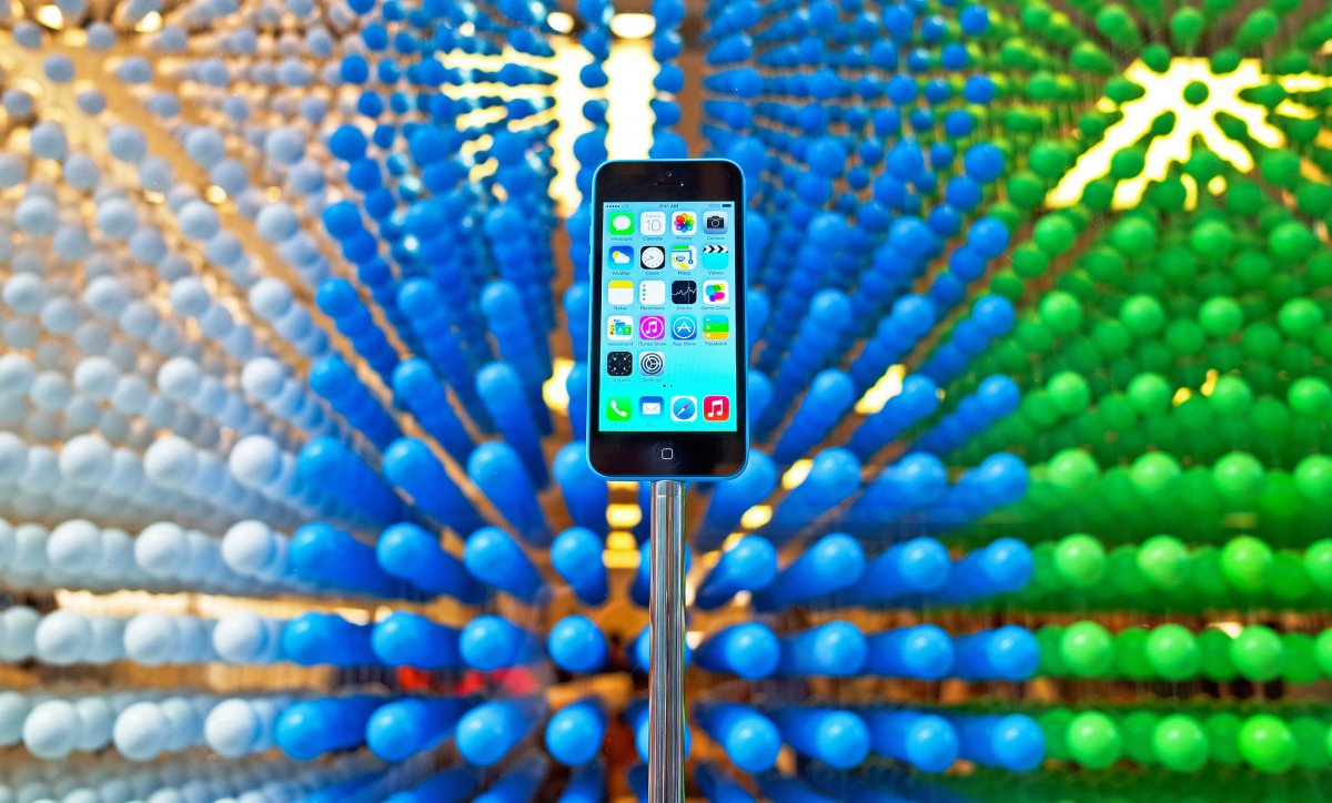 there-are-also-rumors-that-apple-will-announce-a-smaller-4-inch-iphone-6c-in-march-but-unlike-the-iphone-5c-which-had-a-plastic-casing-this-one-will-probably-be-metal